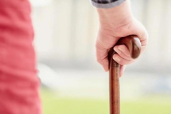 Tuổi cao hơn là một yếu tố nguy cơ gây rối loạn nhịp tim.